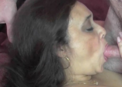 Alesia gets her mature twat stuffed